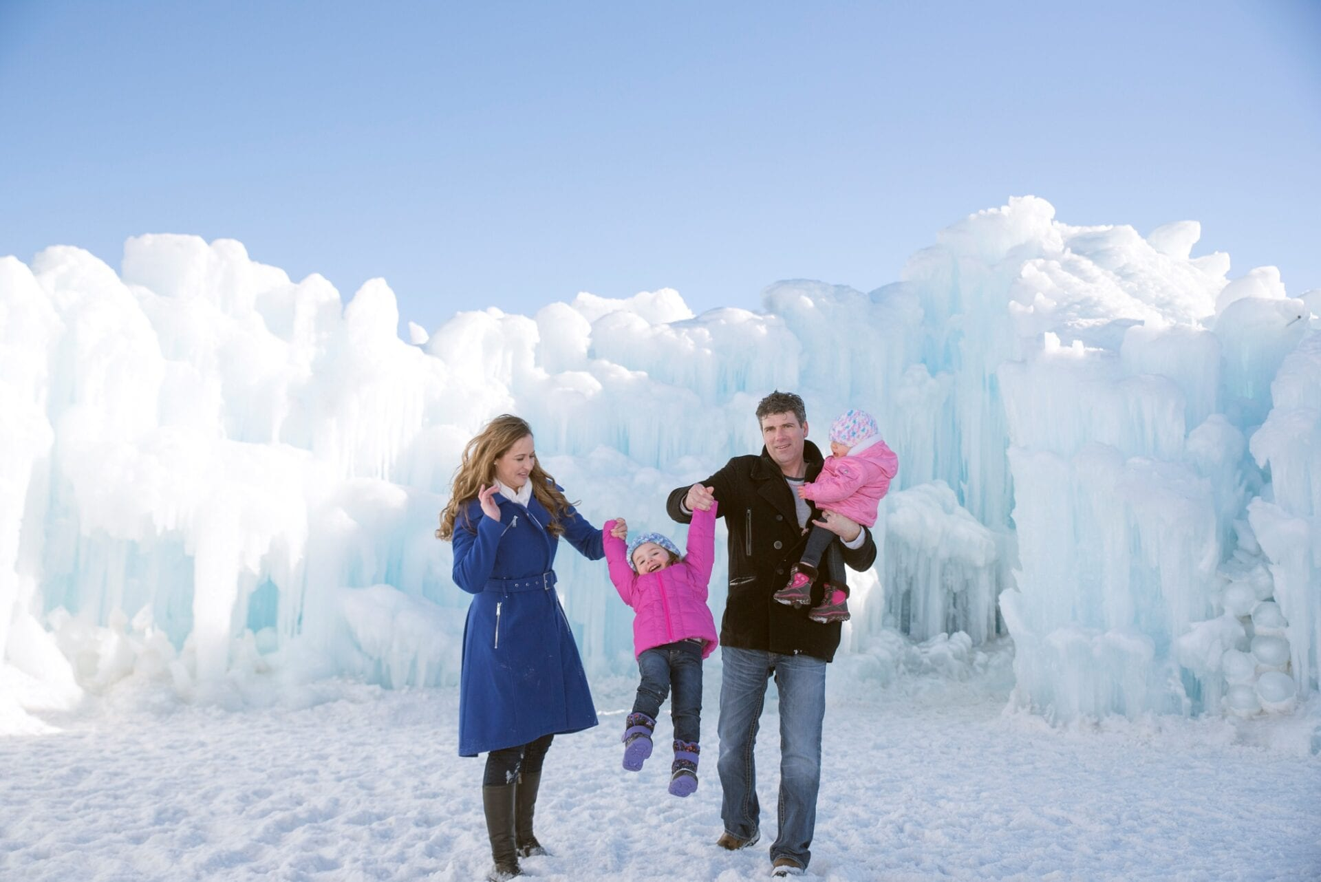 Edmonton Winter Family Outdoor Portrait Photography Ice Castles-_0003