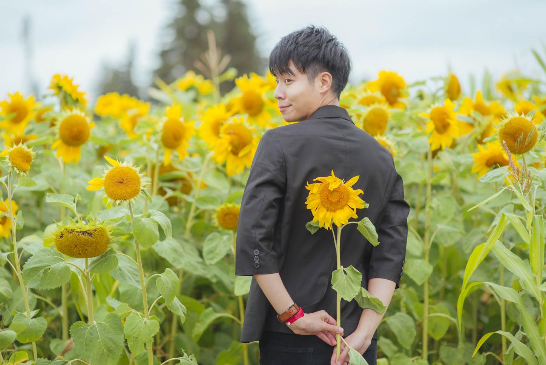 Edmonton-sunflower-engagement-photo-session-miruku-17