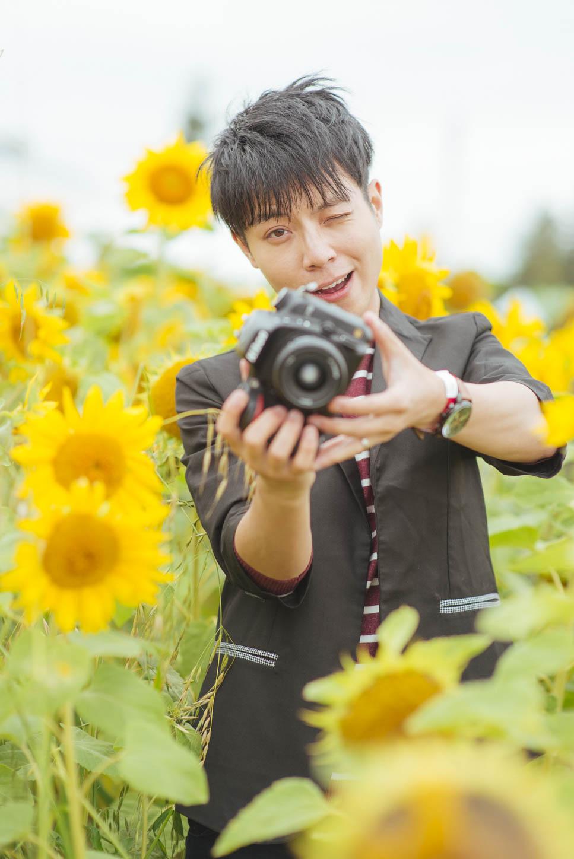 Edmonton-sunflower-engagement-photo-session-miruku-19