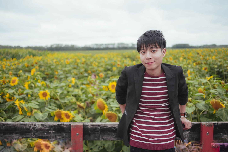 Edmonton-sunflower-engagement-photo-session-miruku-5