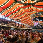 德國慕尼黑啤酒節 | 大口吃肉大口喝啤酒,你不可不知的小細節 [行程規劃/啤酒帳篷/穿著打扮]
