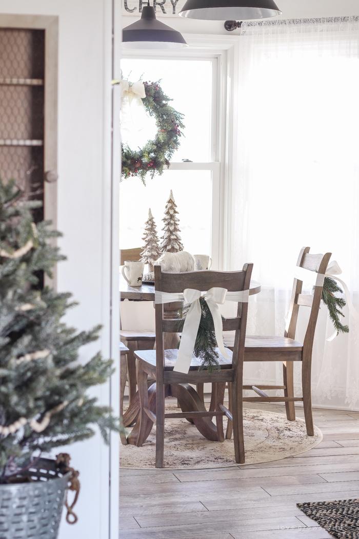 Farmhouse Christmas Decorating Ideas