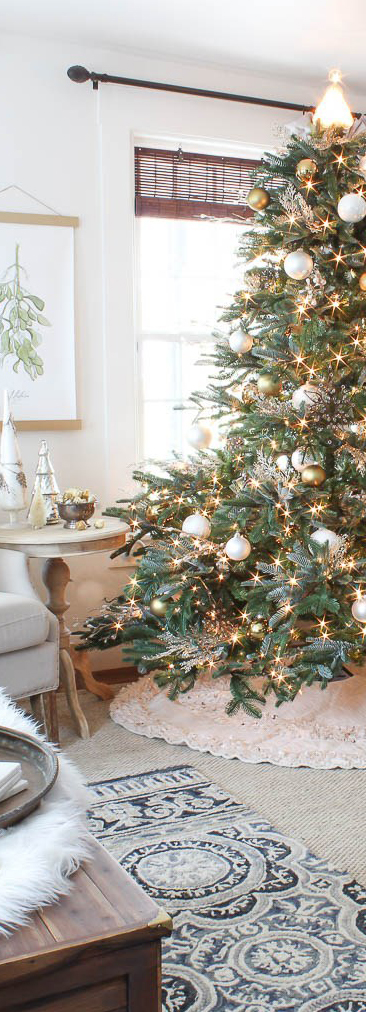 Christmas Tree in White & Gold