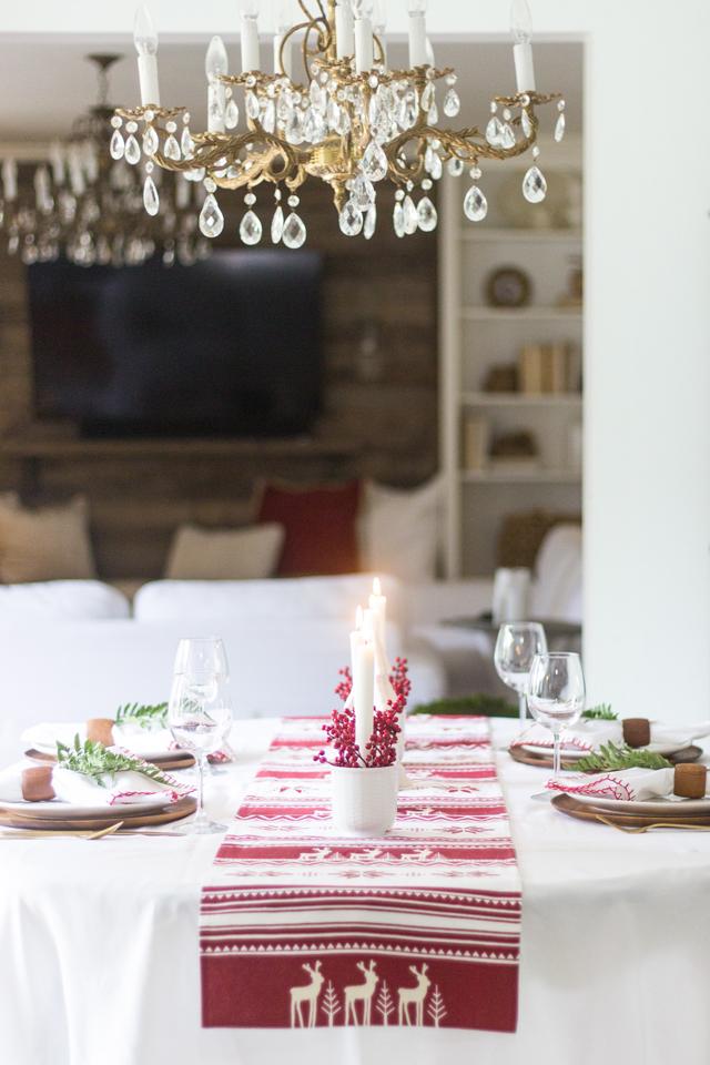 Simple Christmas Tablescape