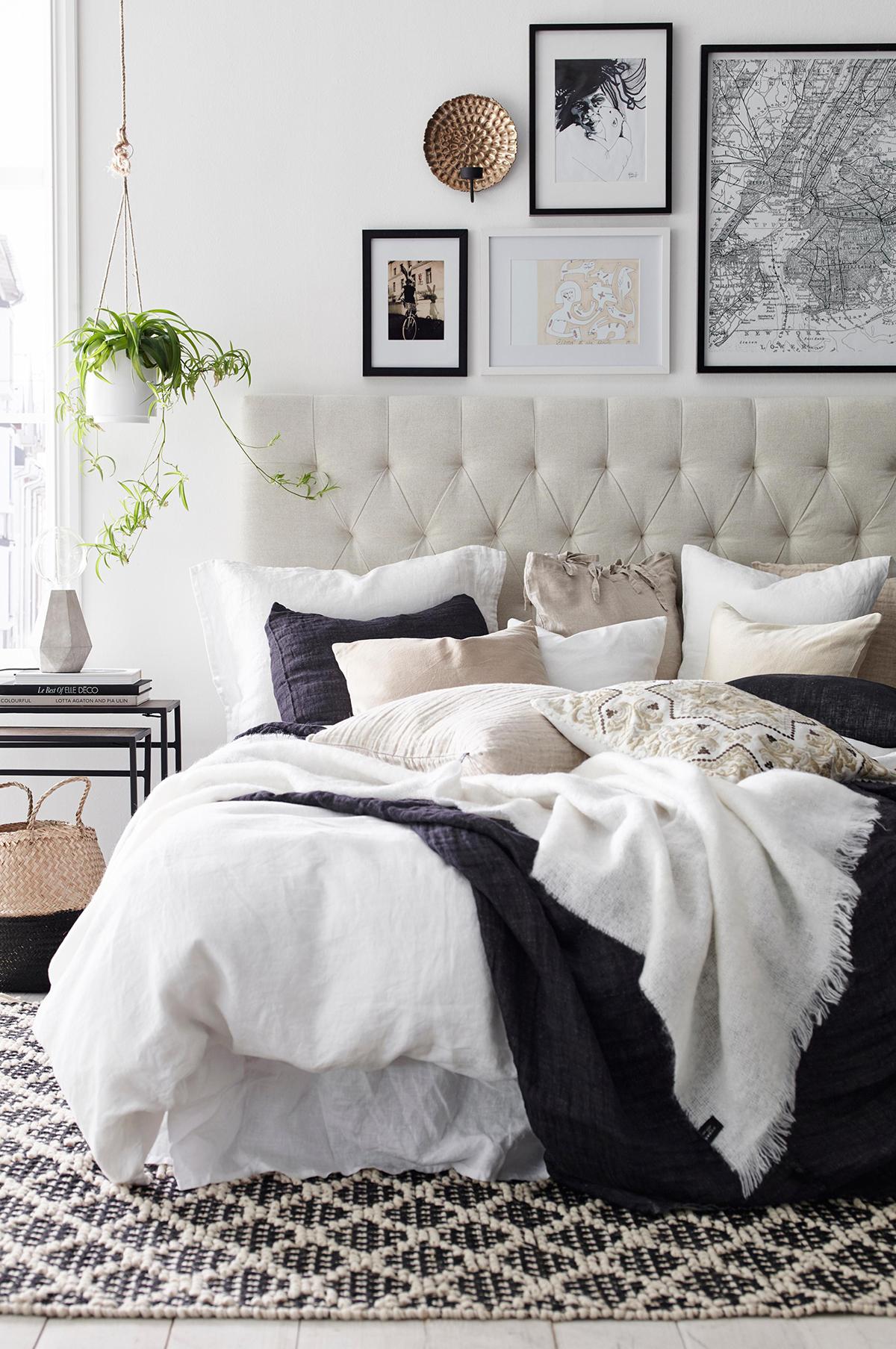 White & Black Bedroom Ideas