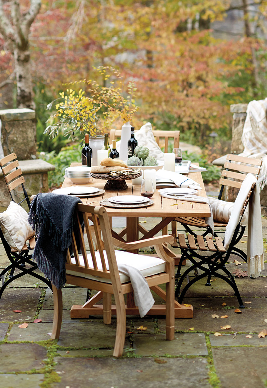 Casual Outdoor Dining Set