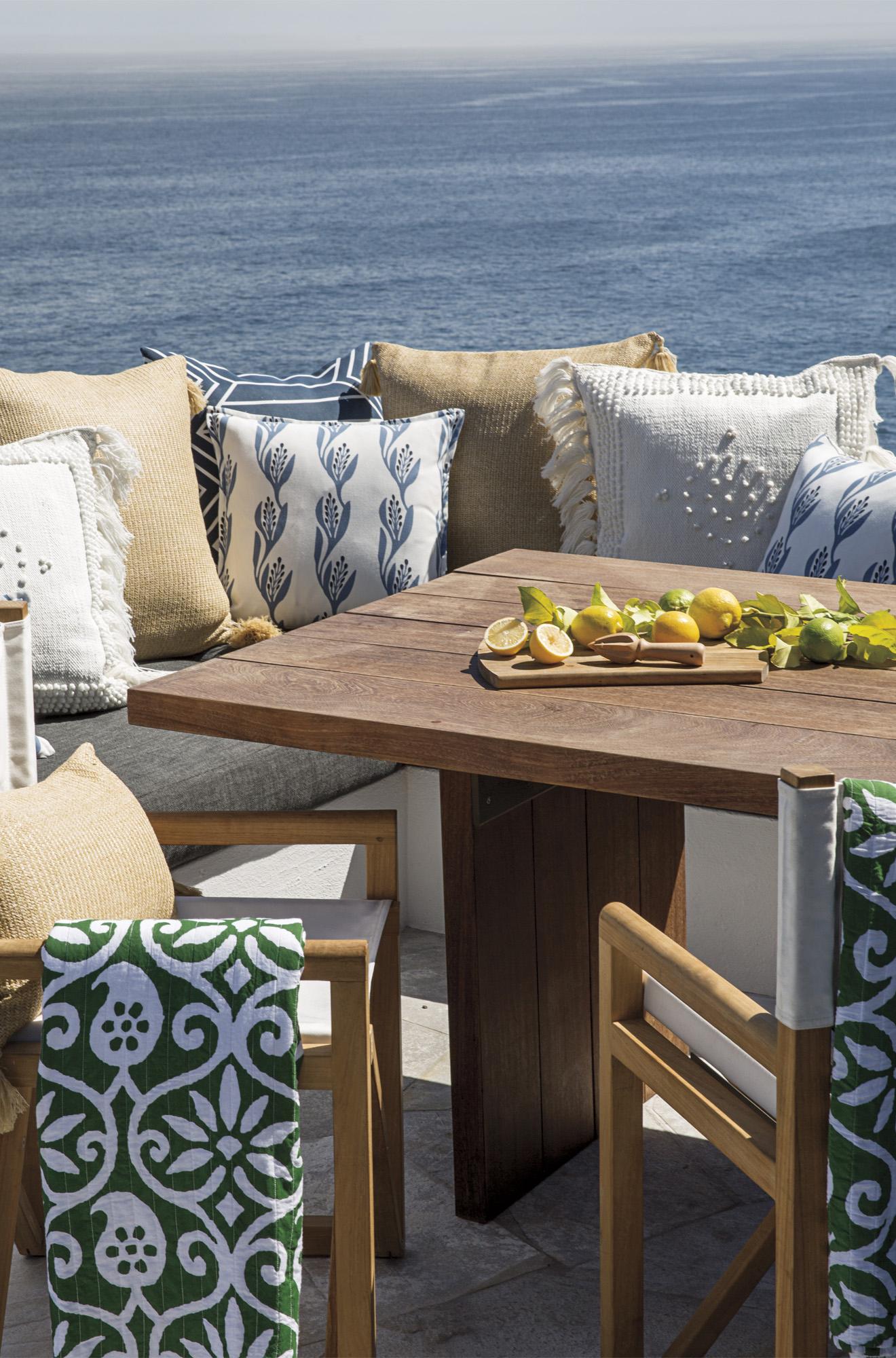 Outdoor Throw Cushions