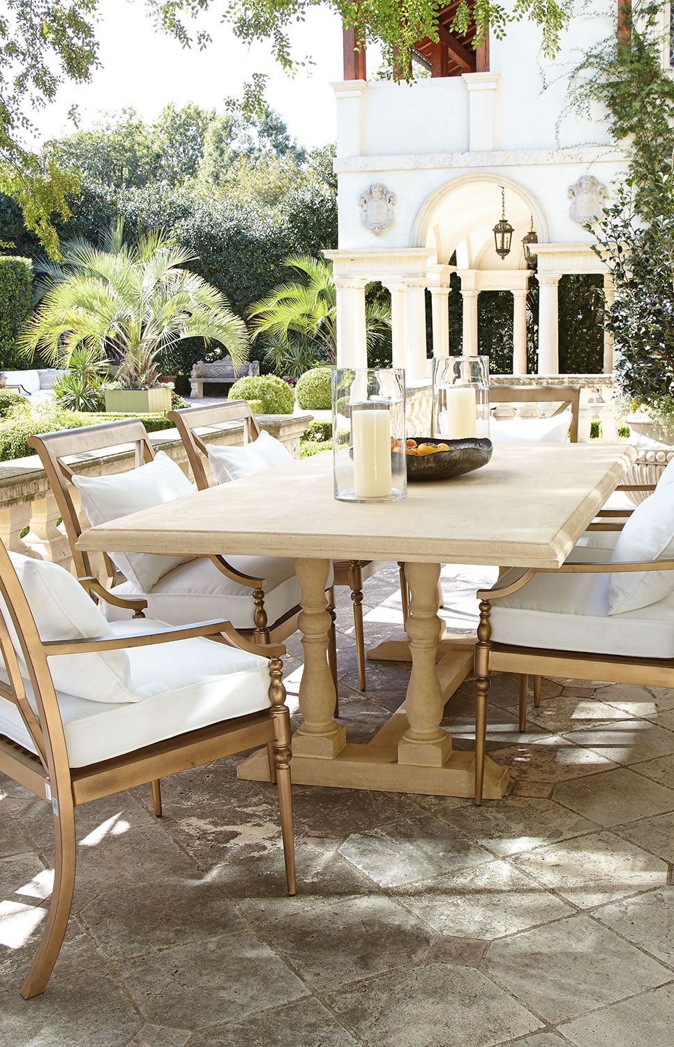 Sophisticated Outdoor Dining