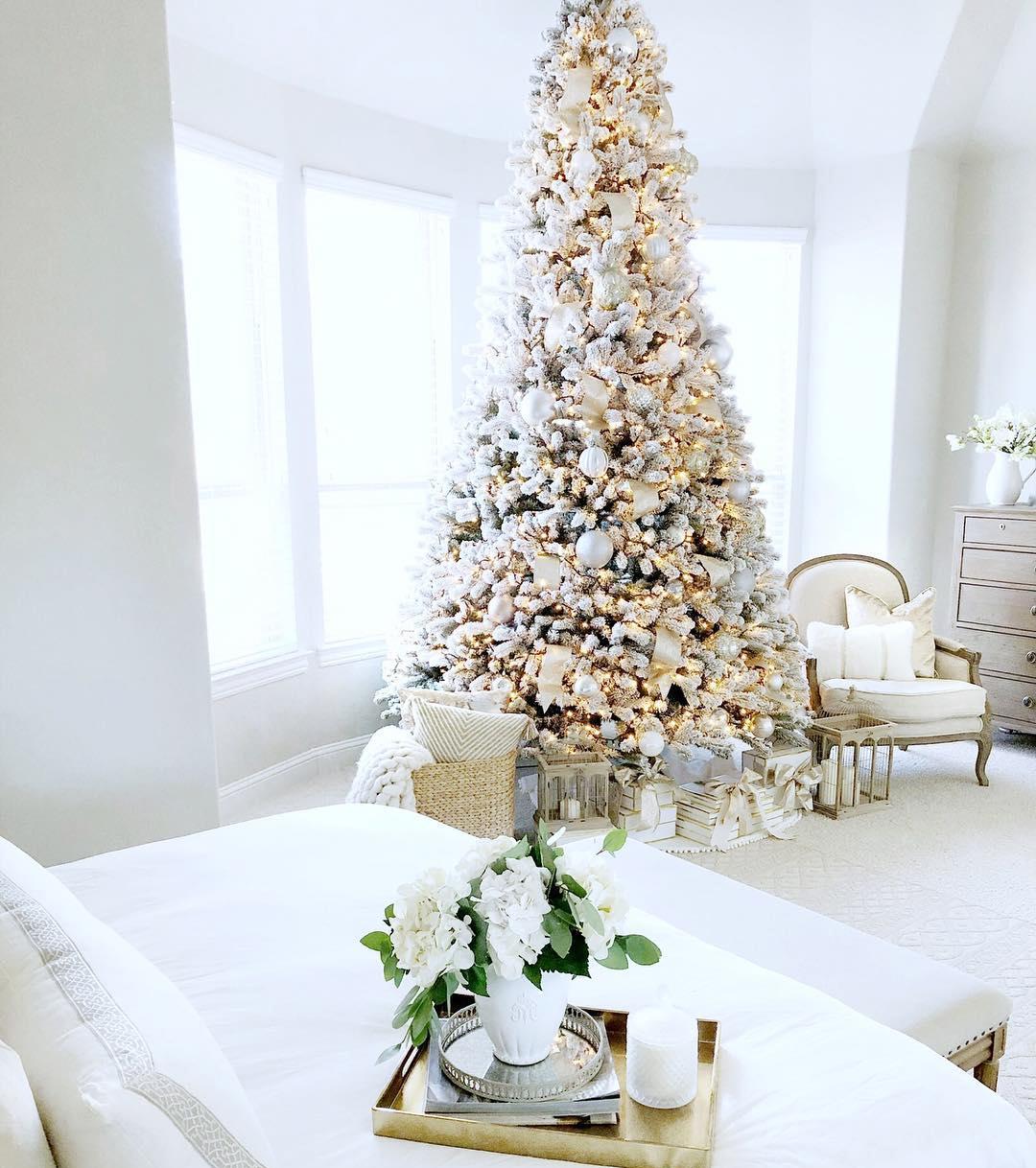 White Christmas Tree Image courtesy of: @mytexasfarmhouse