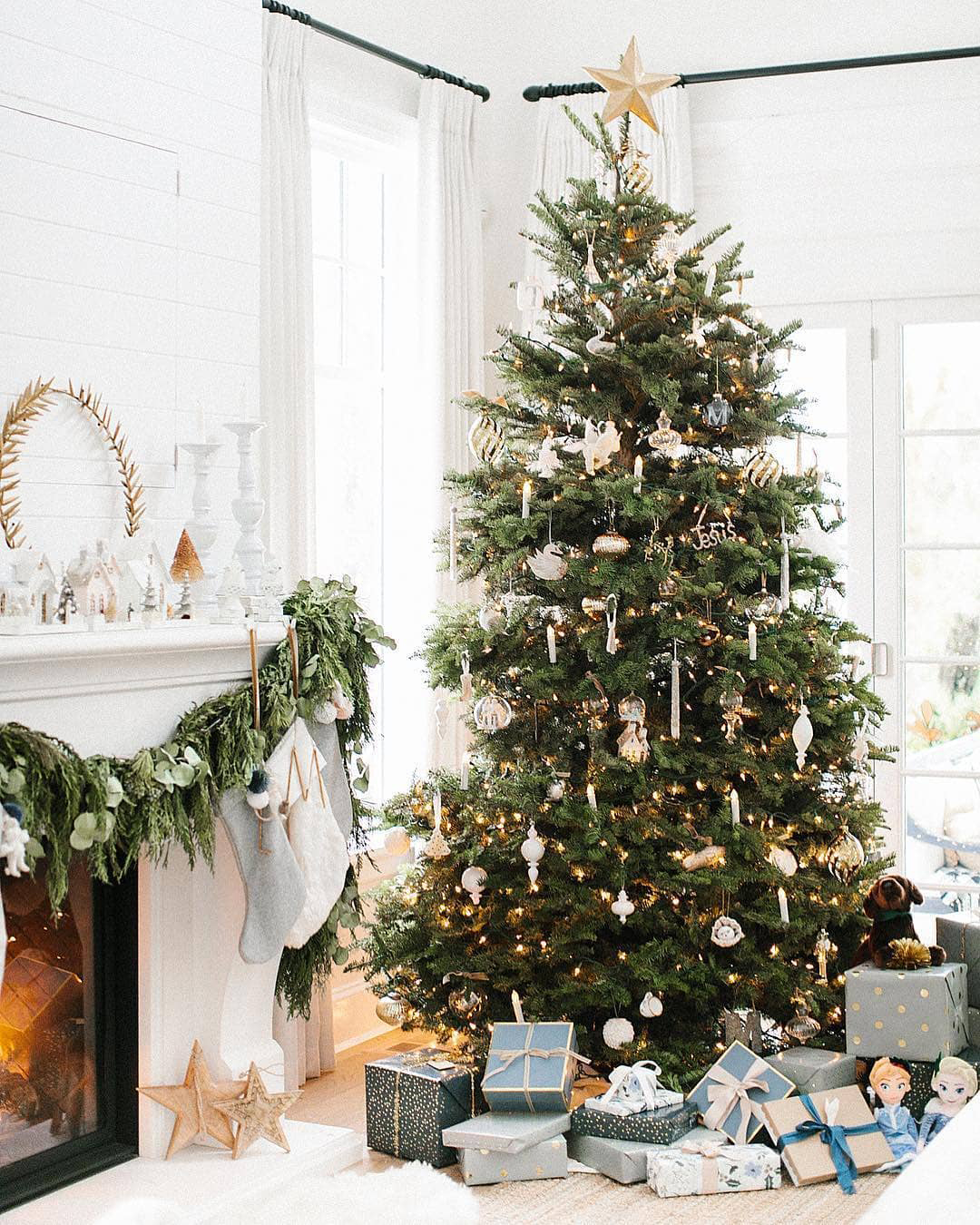 Stunning Christmas Tree   The Lovely Deco