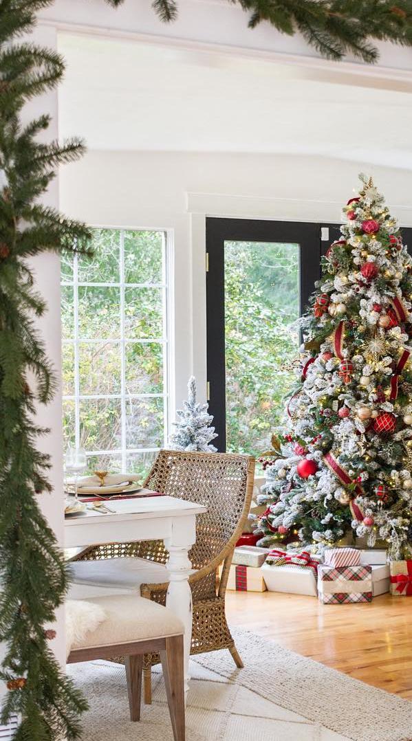 Christmas Decorating | Zevy Joy