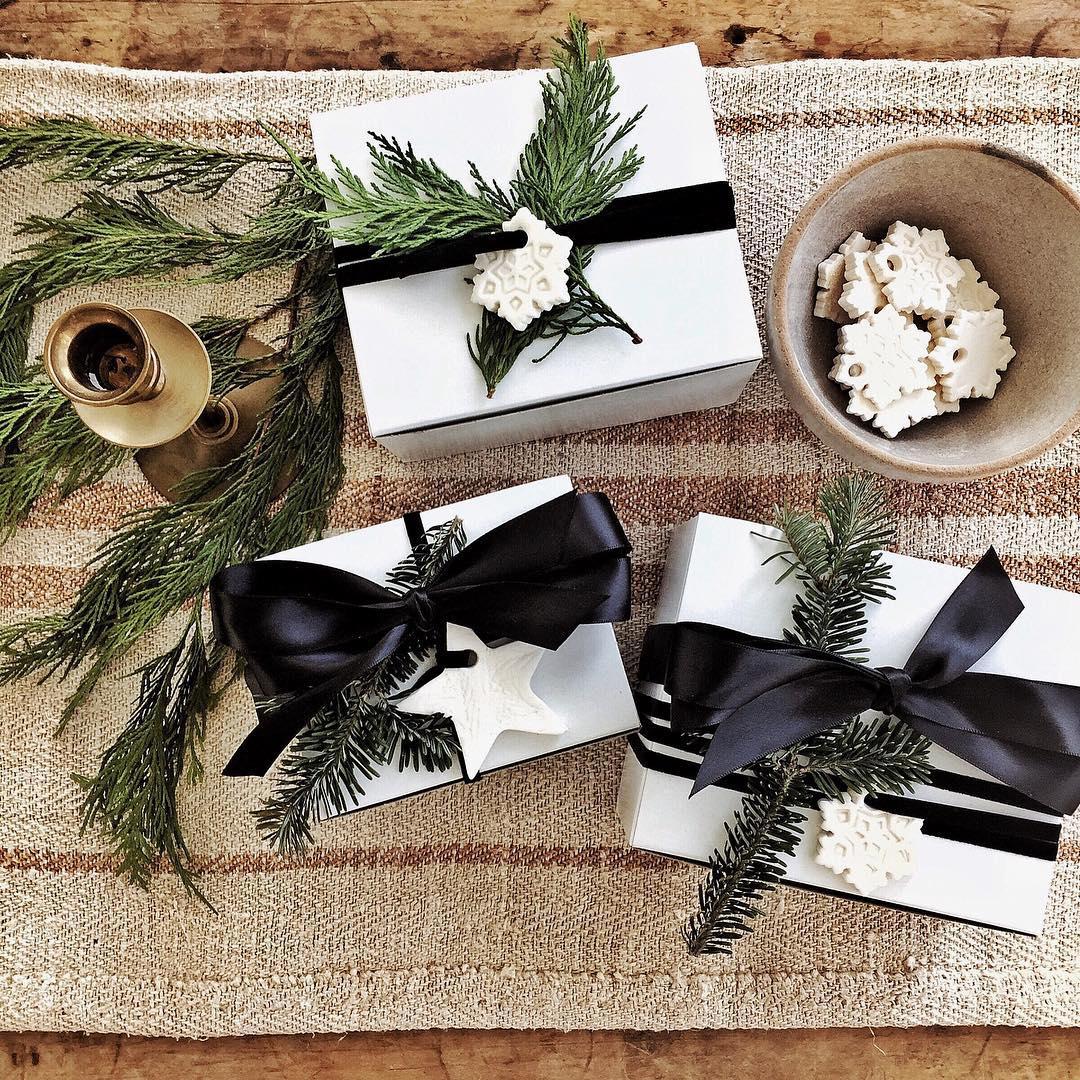 Country Christmas Wrapping Ideas   White Tail Farmhouse