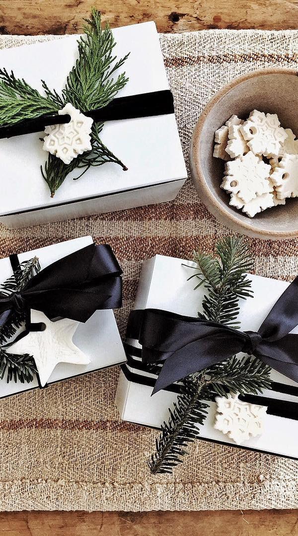 Country Christmas Wrapping Ideas   WhiteTail Farmhouse