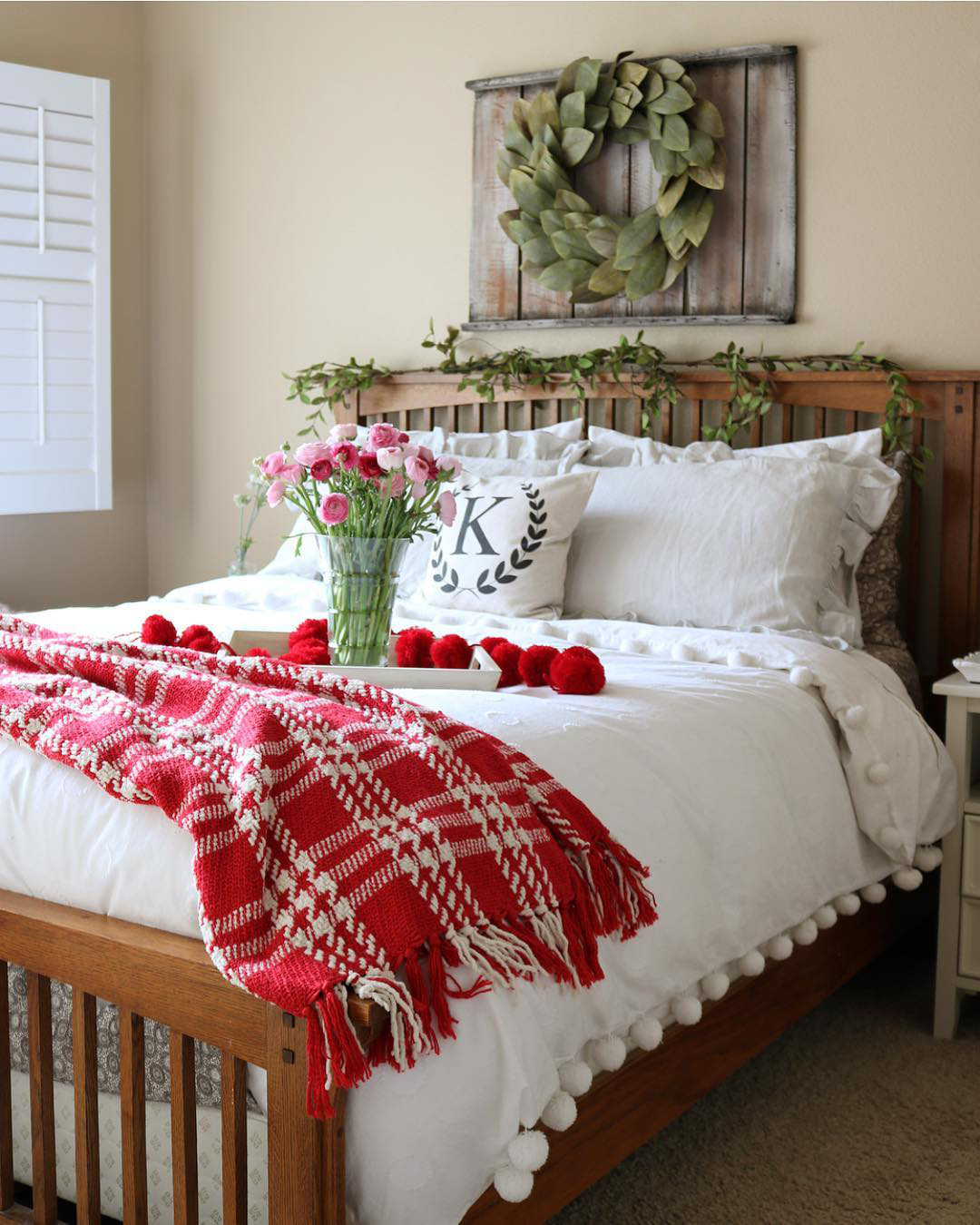 Christmas Bedroom Ideas   The Decorating Twins