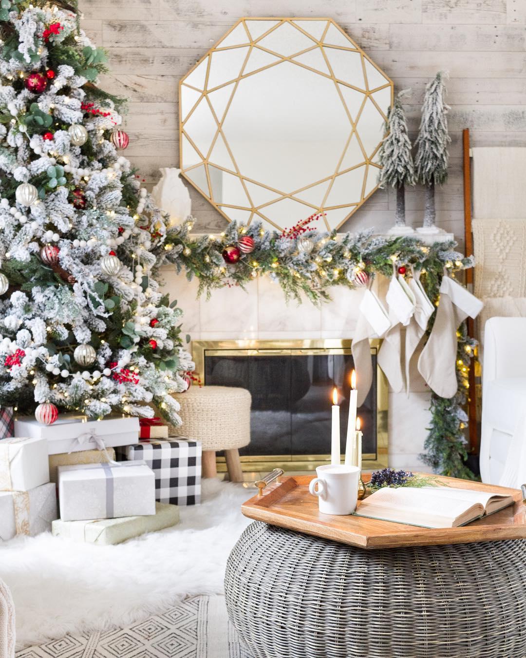 Christmas Decorating Image courtesy of: @zevyjoy