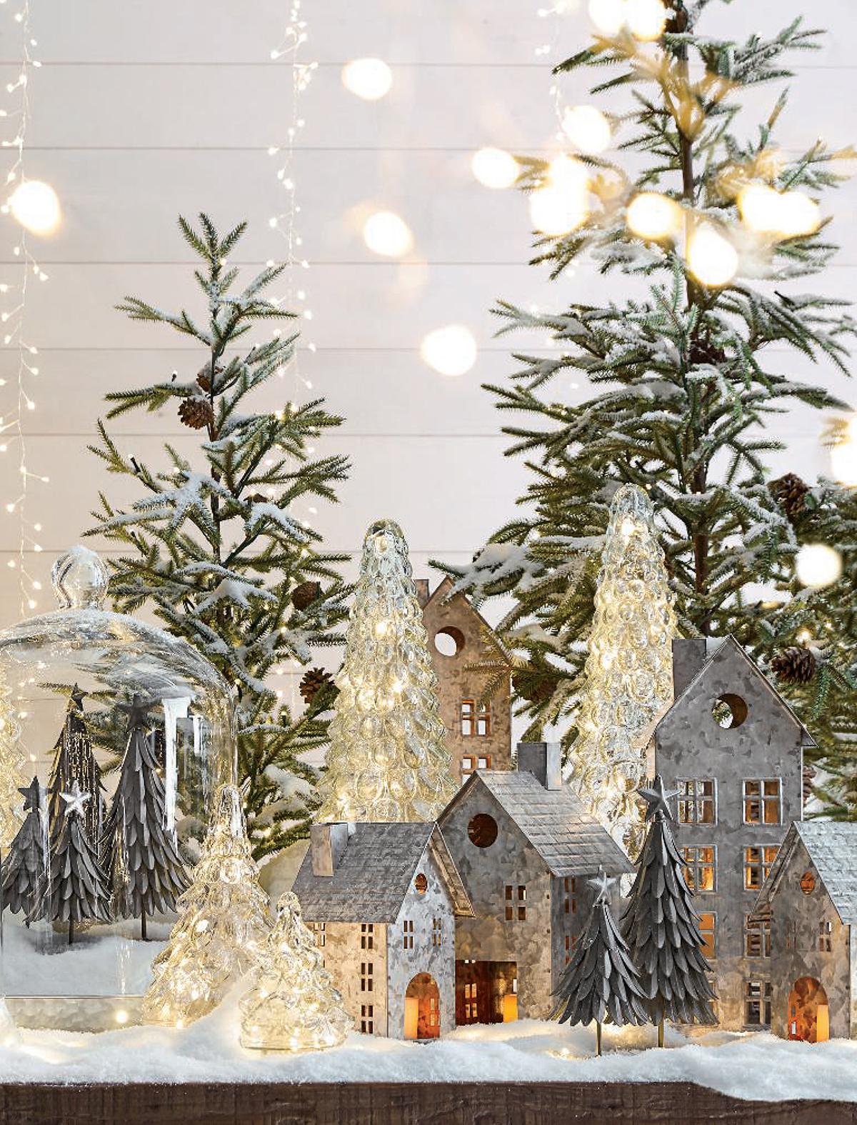 Neutral Christmas Home Decor