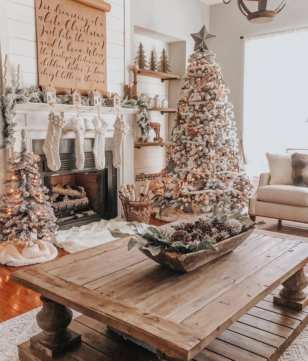 Farmhouse Christmas Tree | The Lovely Deco