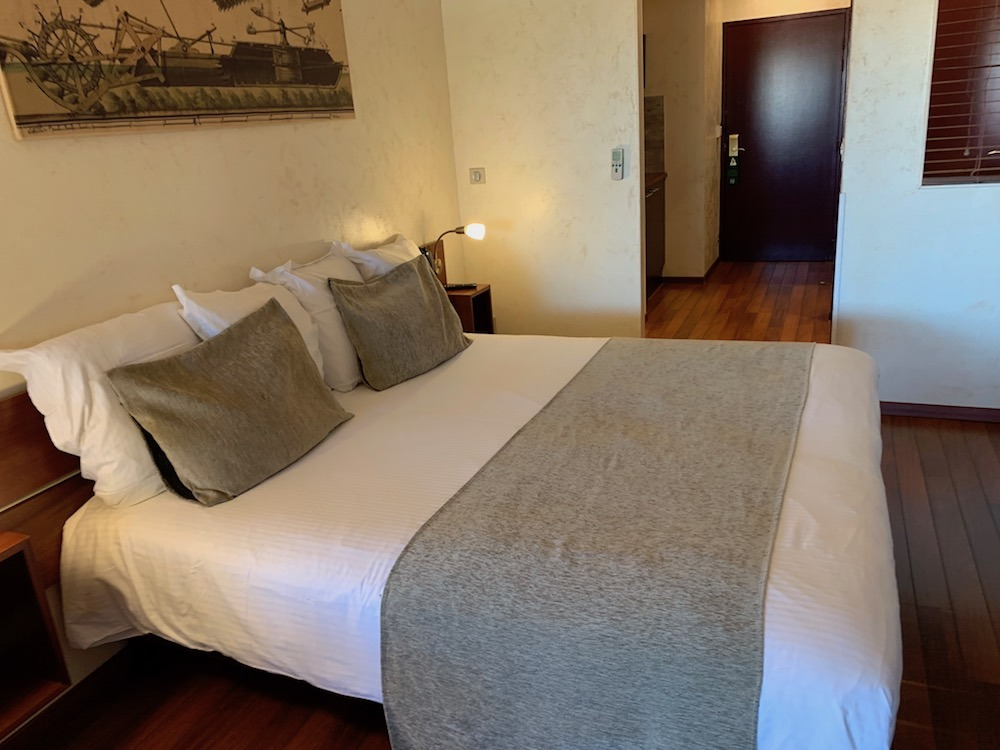 Room at the Ile du Gua Suites Narbonne, France