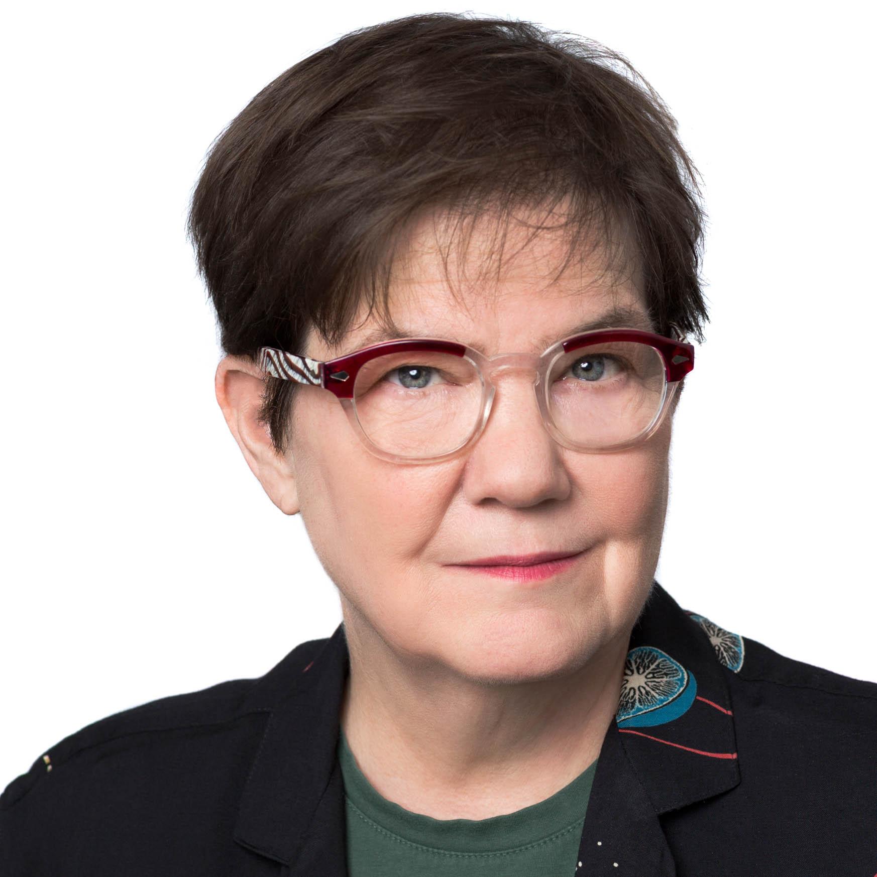 Ellen Klages photo