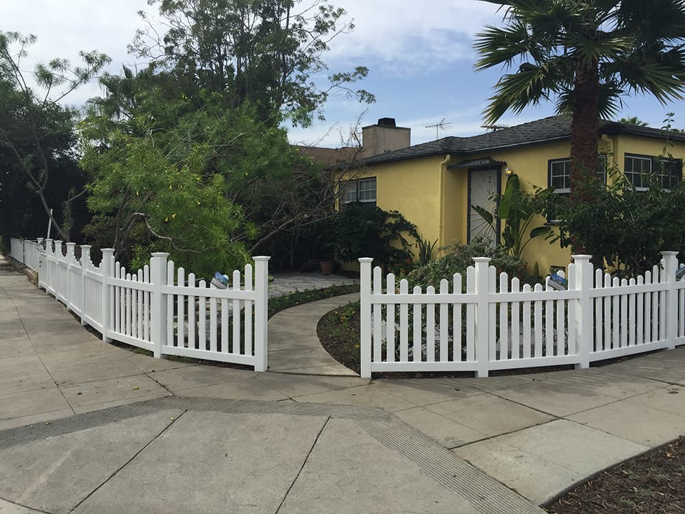 Toluca-Lake-Los-Angeles-vinyl-fencing