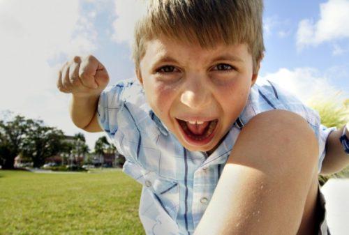 Estrategias para que tu hijo no se convierta en la pesadilla de otros niños