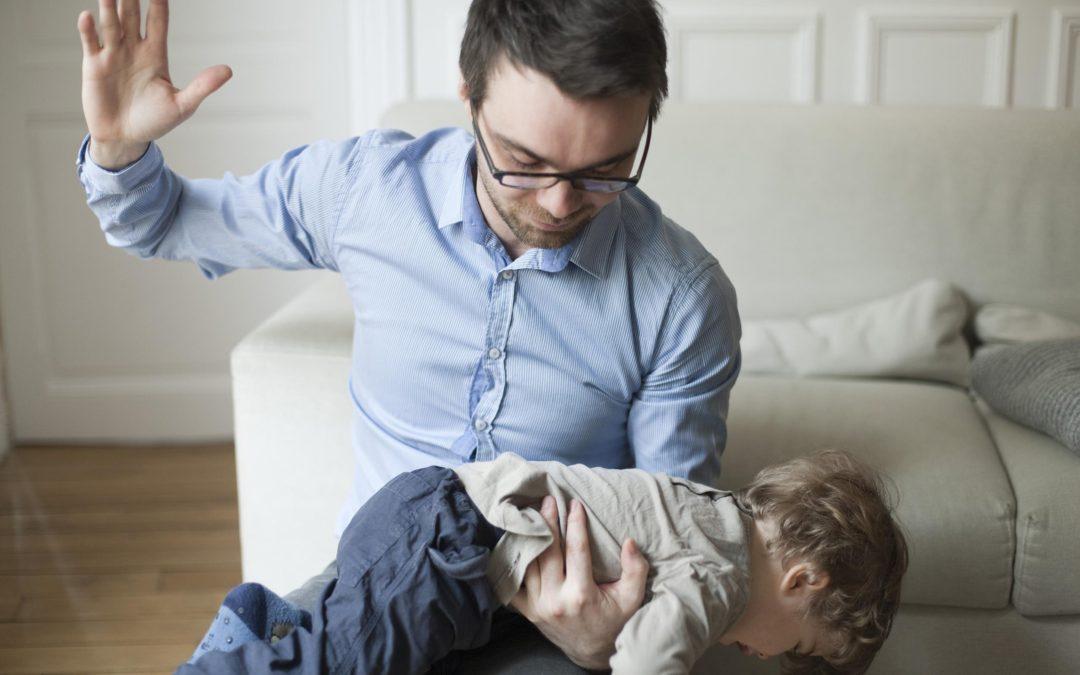 ¿Por qué debes olvidar las nalgadas para formar hijos emocionalmente sanos?