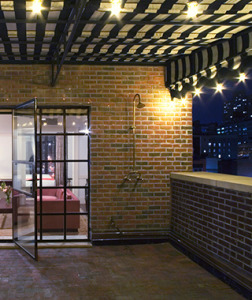 201406-w-outdoor-showers-the-bowery-hotel