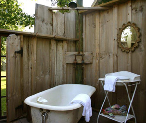 201406-w-outdoor-showers-tryon-farm-guest-house