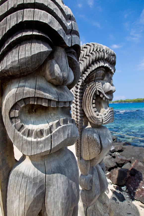 These 19 tree carvings will amaze you and #16 might look vaguely familiar to you…