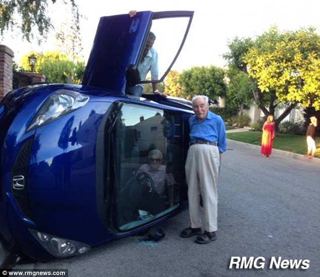 This Elderly Couple Takes The #Selfie Movement Too Far With This Photo!
