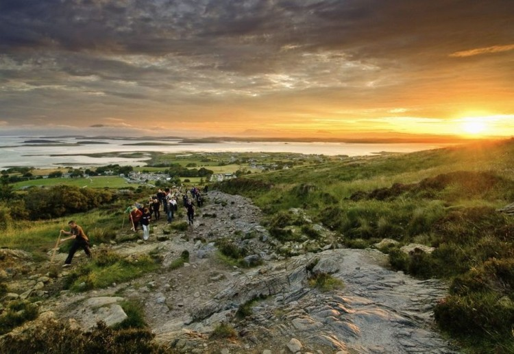 Prepare To Be Blown Away..Take A Look At These 5 AWESOME Views From Beautiful Trail Hikes Around The World