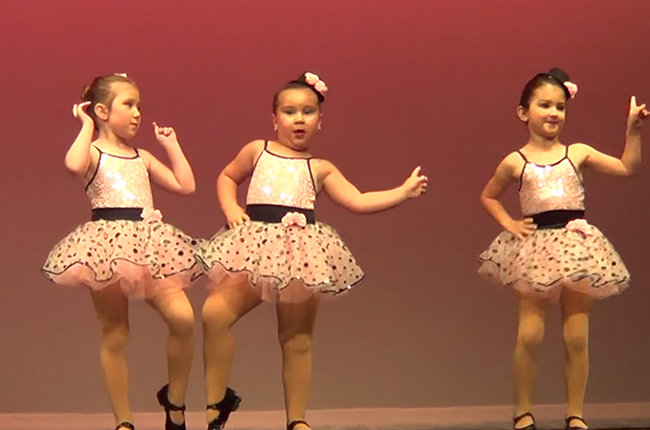 """Sassy 6-Year-Old Steals The Show Dancing To Aretha Franklin's """"Respect"""""""