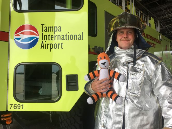 """Thanks To These Awesome Aviators, Little Boy's """"Pet"""" Tiger Goes On A Grand Adventure Throughout The Airport"""