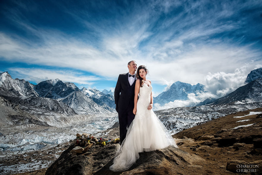Couple Gets Married On Mount Everest After Trekking For 3 Weeks, And Their Wedding Photos Are Epic 31