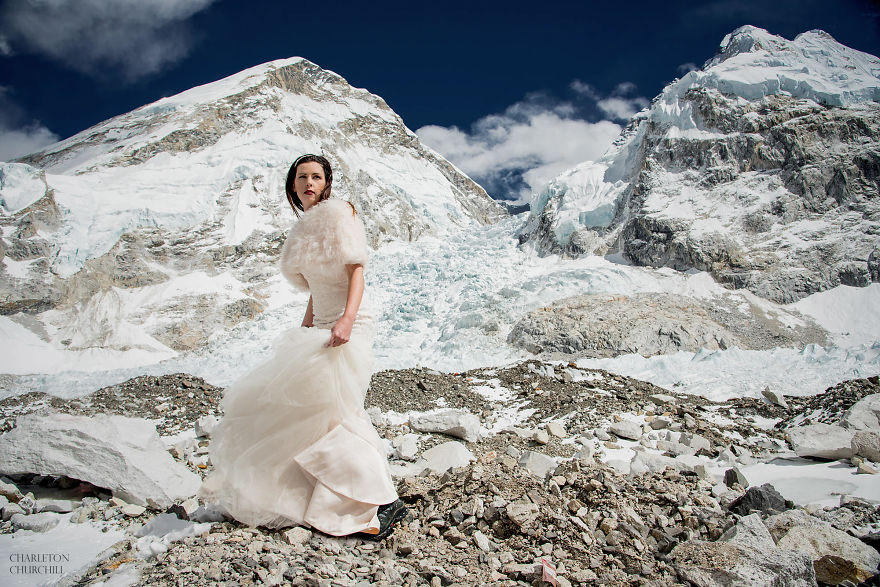 Couple Gets Married On Mount Everest After Trekking For 3 Weeks, And Their Wedding Photos Are Epic 40