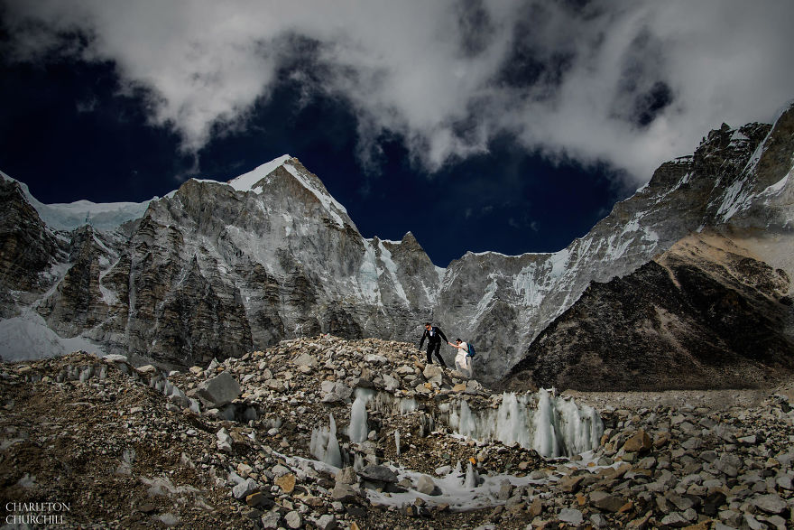 Couple Gets Married On Mount Everest After Trekking For 3 Weeks, And Their Wedding Photos Are Epic 41