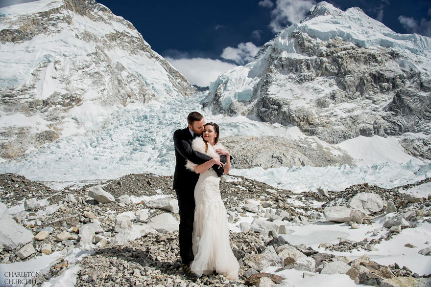 Couple Gets Married On Mount Everest After Trekking For 3 Weeks, And Their Wedding Photos Are Epic 45