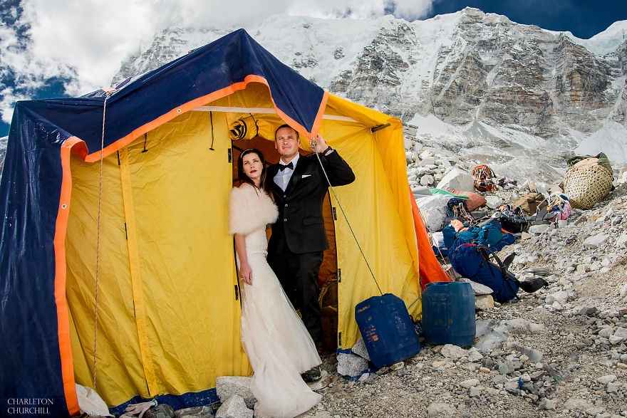 Couple Gets Married On Mount Everest After Trekking For 3 Weeks, And Their Wedding Photos Are Epic 37