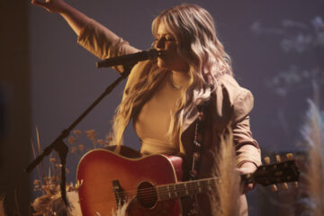 """""""YOU"""" From Worship Artist/Songwriter ANNA GOLDEN Drops Today; PEACE: THE ALBUM Is Out May 14"""