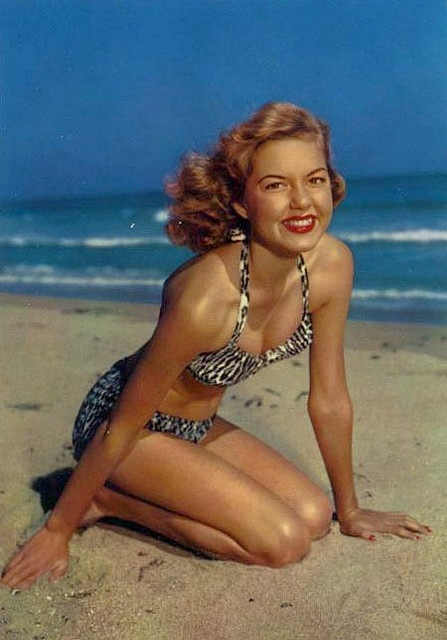 29 Vintage Swimsuits from the Past