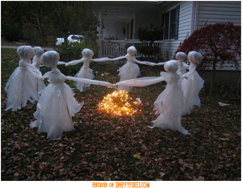 Scary Halloween Decoration Ideas For Outside (34 Yard Pics)