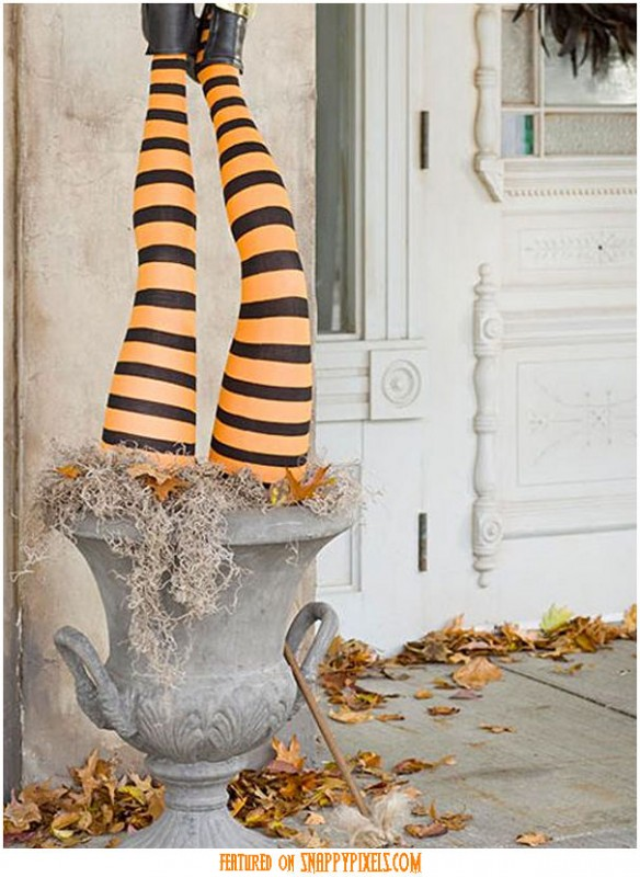 diy-scary-halloween-decorations-outside-31