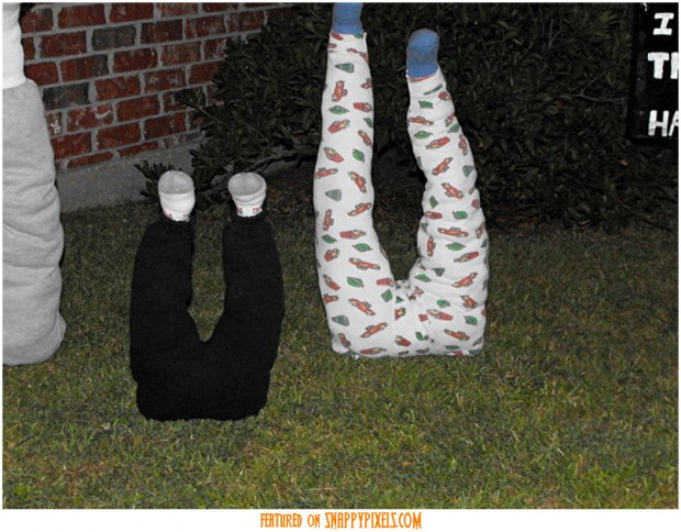 diy-scary-halloween-decorations-outside-33