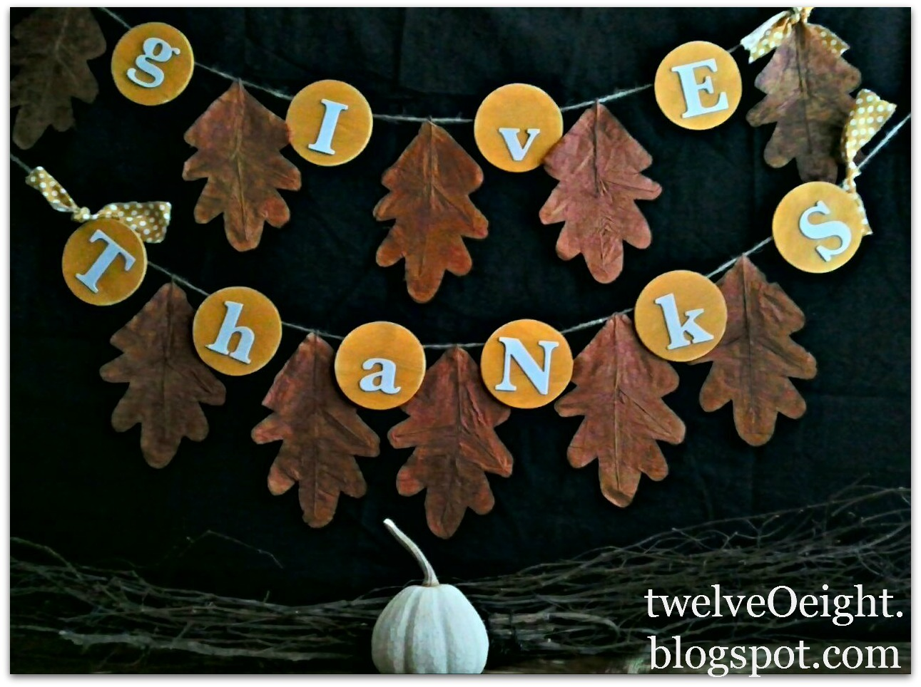 """Creative DIY """"Give Thanks"""" Banners"""