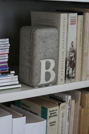 concrete-diy-bookend