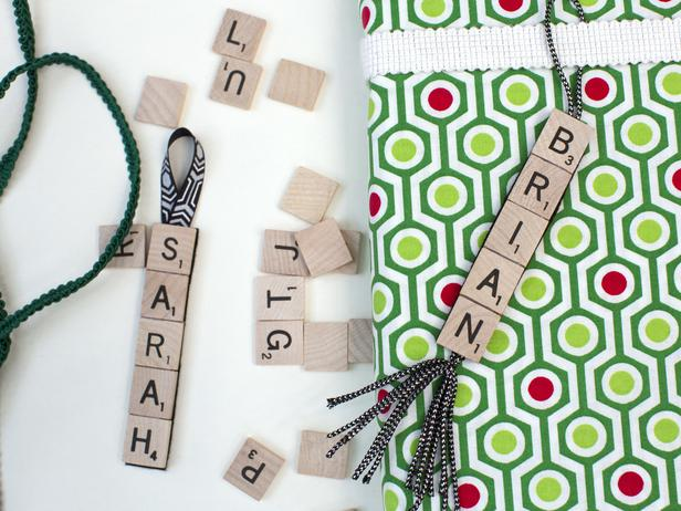 DIY Scrabble Tile Gift Tag