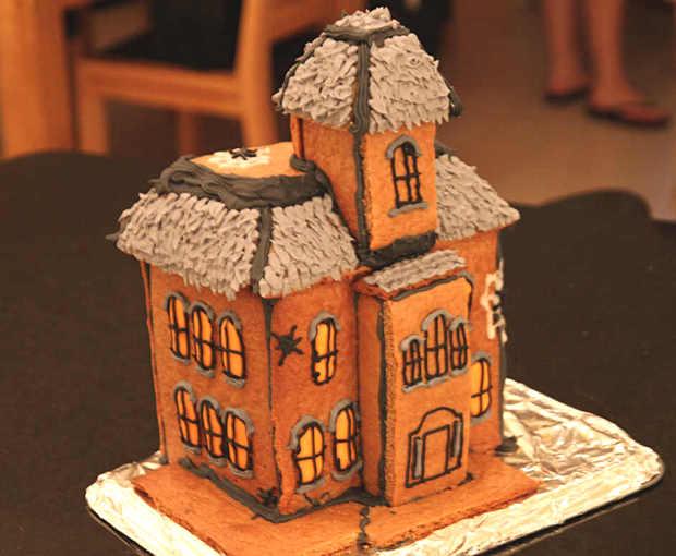 Simple-Inspiring  Gingerbread House Ideas-31