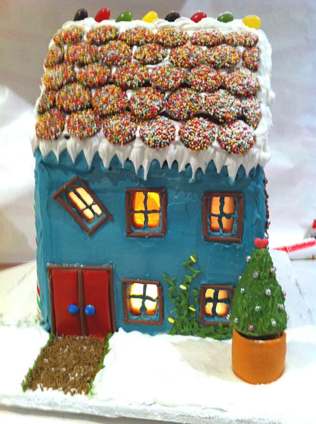 Simple-Inspiring  Gingerbread House Ideas-35
