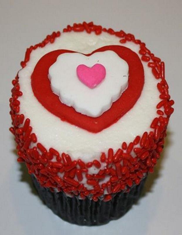 lovely-valentine-cupcakes-16