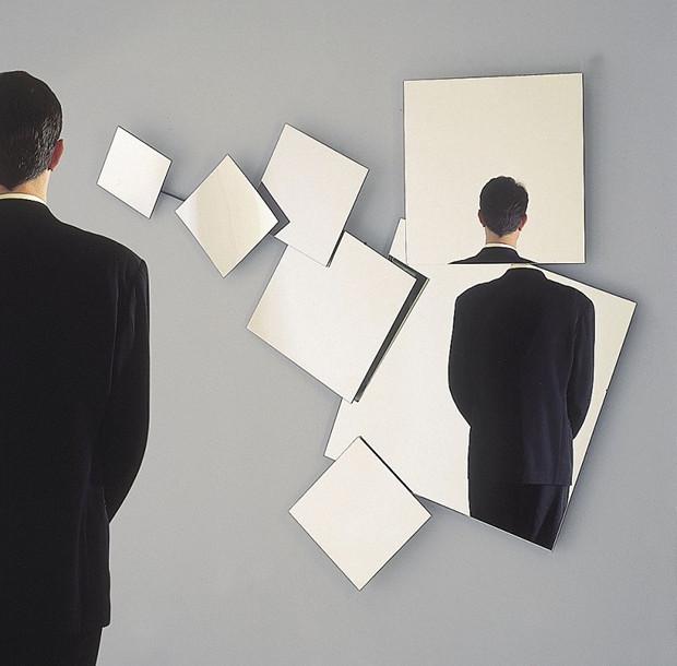 modern-mirror-design-for-futuristic-bathroom-decorating-creative-Creative-Mirror-Design-for-Futuristic-Bathroom-Decorating-06-800x787-futuristic